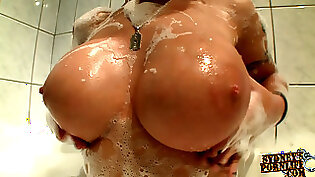 Ass and Orgasm In Her Own Bath