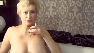 Horny Granny on Webcam Fingering Big Clit for Gallons