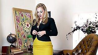 노인: Blonde Takes A Load Down Her Tits in Office