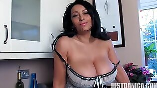 Alluring housewife with nice body gives nice blowjob