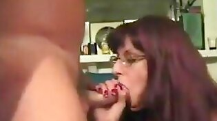 Amateur transsexual gives nicely to king