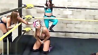 Cuddly beauty blows two giant dongs of pro wrestling